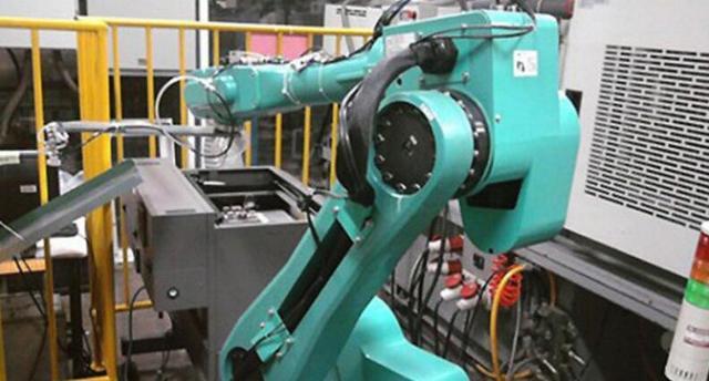 富士康在中国新增4万台机器人,人力劳动何去何从