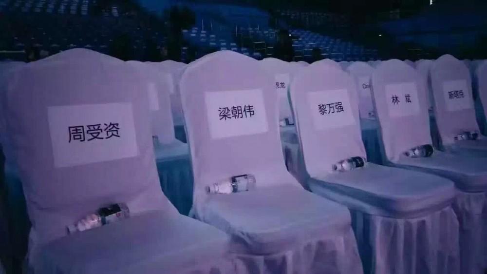 梁朝伟出席小米Note2双曲面发布会,据说还有重磅级产品…