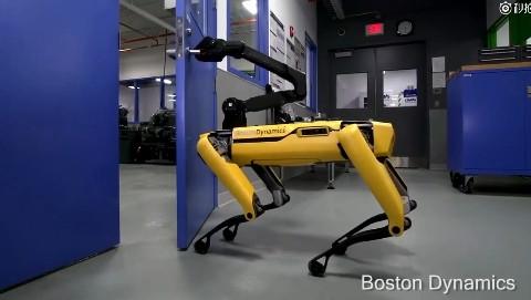 机器狗竟然会开门了机器狗竟然会开门了