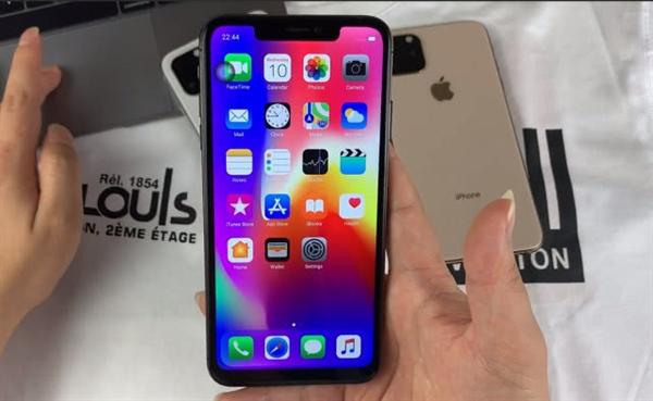 苹果泪奔!iPhone 11提前亮相:画面太美苹果泪奔!iPhone 11提前亮相:画面太美